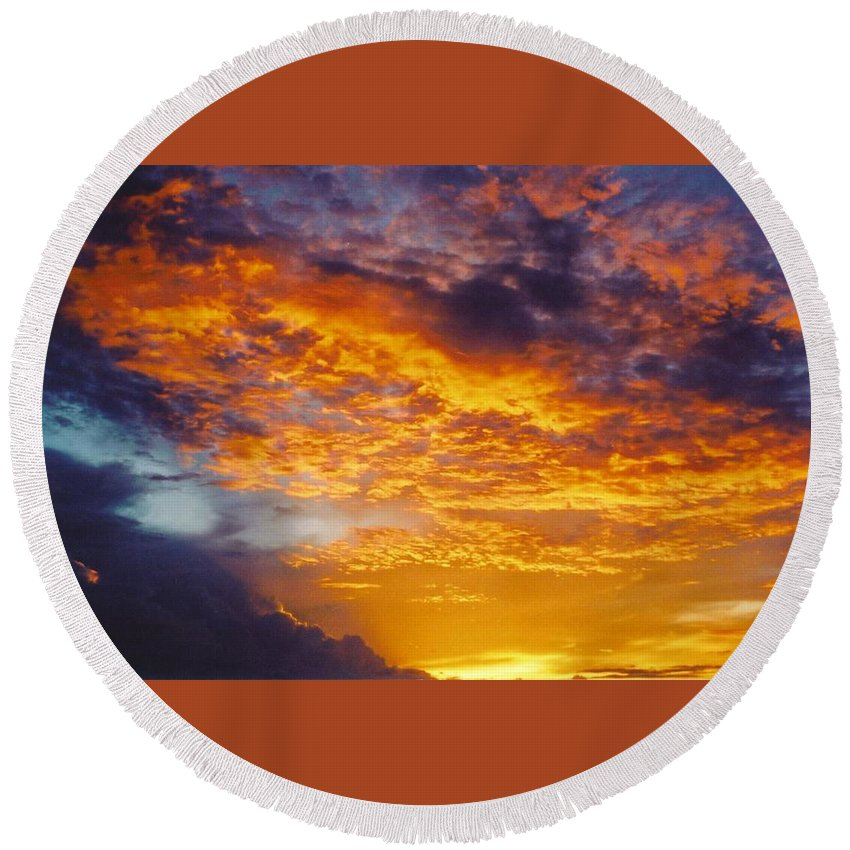 Golden Sunset Round Beach Towel featuring the photograph Sky Scape by Robert Floyd