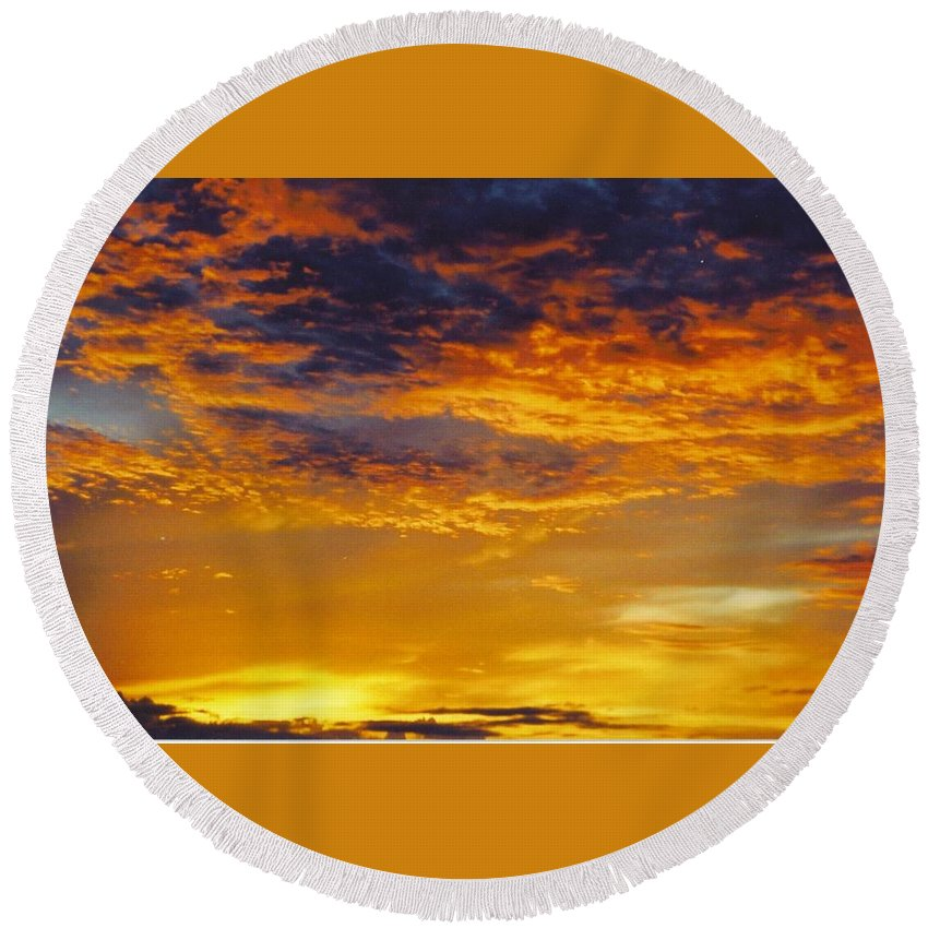 Gold Sunset Round Beach Towel featuring the photograph Sky Scape by Robert Floyd