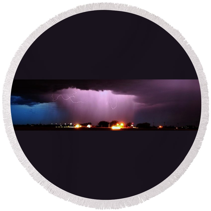 Stormscape Round Beach Towel featuring the photograph Late Evening Nebraska Thunderstorm by NebraskaSC