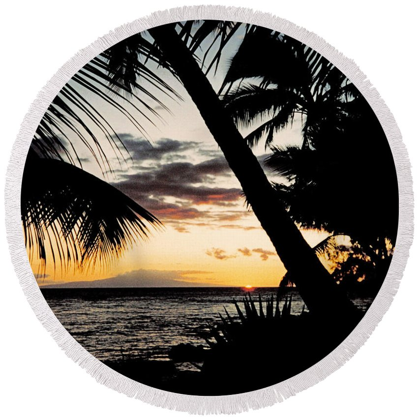 Dusk Round Beach Towel featuring the photograph Maui Sunset by J D Owen