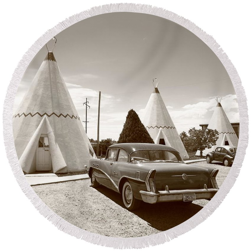 66 Round Beach Towel featuring the photograph Route 66 Wigwam Motel by Frank Romeo