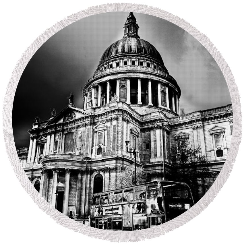 St Pauls Round Beach Towel featuring the digital art St Pauls Cathedral London Art by David Pyatt