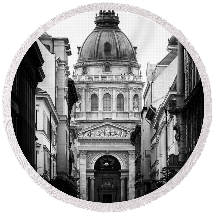 Budapest Round Beach Towel featuring the photograph St. Stephen's Basilica by Mohamed Rahmo