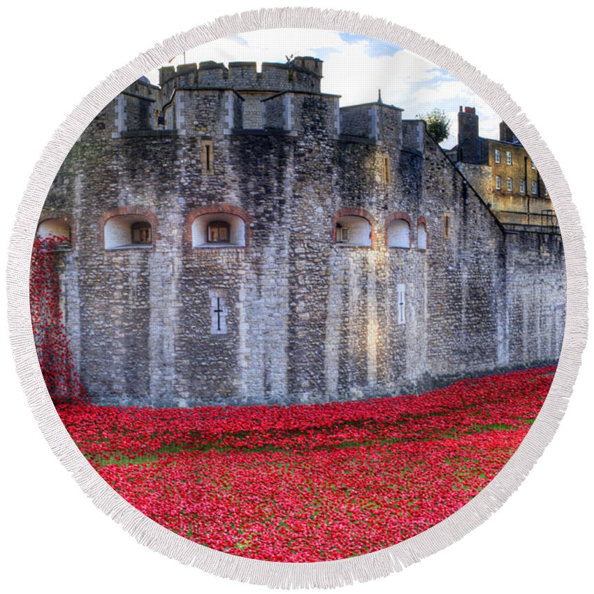 Tower Of London Poppies Round Beach Towel featuring the photograph Tower Of London Poppies by Chris Day