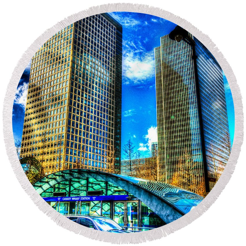 Taxi Taxis Round Beach Towel featuring the photograph Canary Wharf London by David Pyatt