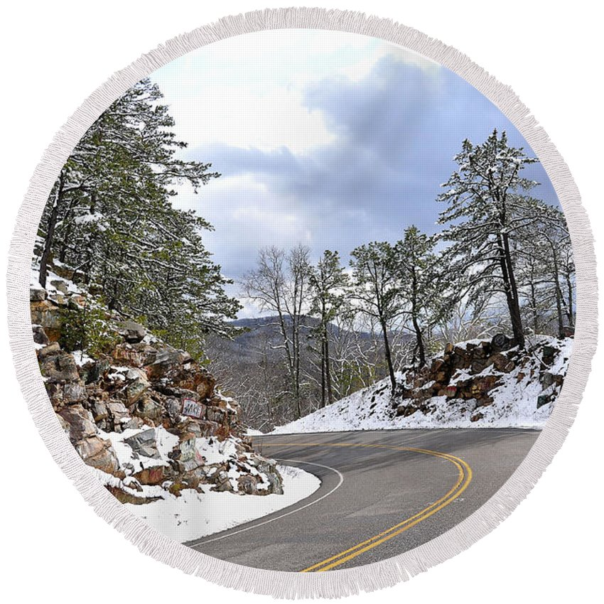 Mountain View Round Beach Towel featuring the photograph Route 60 Virginia by Todd Hostetter