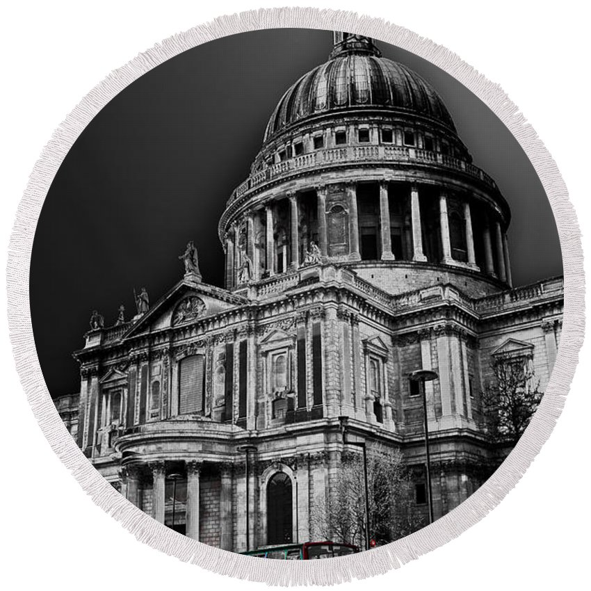 St Pauls Round Beach Towel featuring the photograph St Pauls Cathedral London Art by David Pyatt