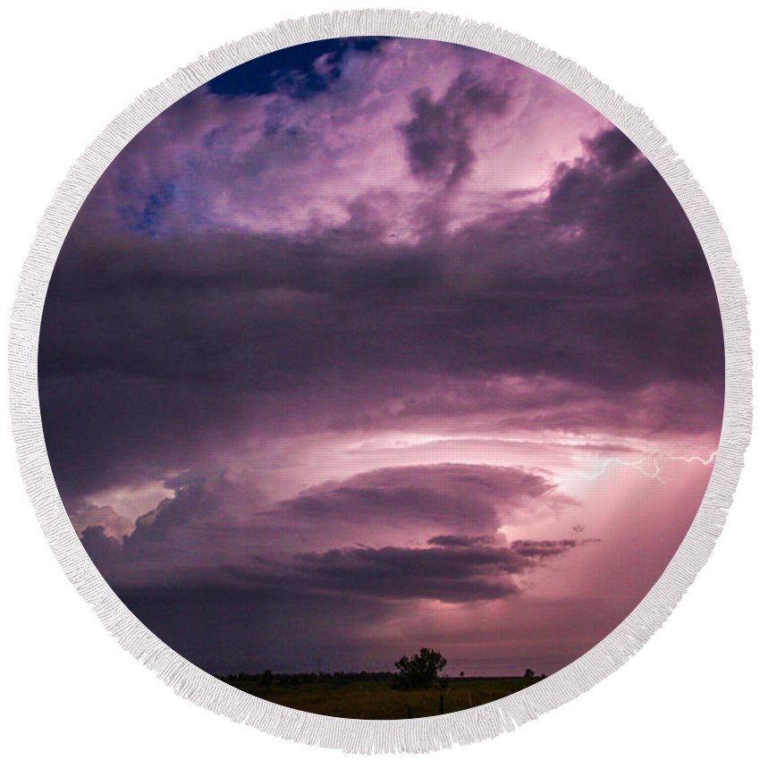 Stormscape Round Beach Towel featuring the photograph Wicked Good Nebraska Supercell by NebraskaSC