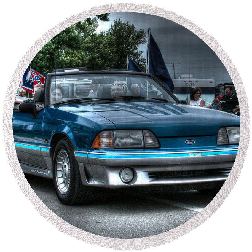 1992 Mustang Gt 5.0 Round Beach Towel featuring the photograph 92 Mustang Gt by Tommy Anderson