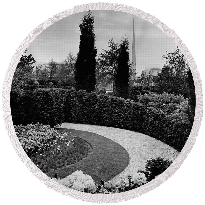 Garden Round Beach Towel featuring the photograph A Bobbink & Atkins Garden by Ben Schnall