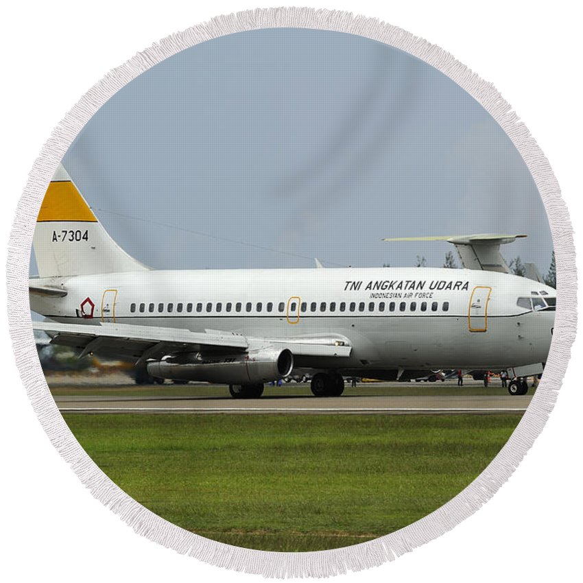 Horizontal Round Beach Towel featuring the photograph A Boeing 737-200 Of The Indonesian Air by Remo Guidi