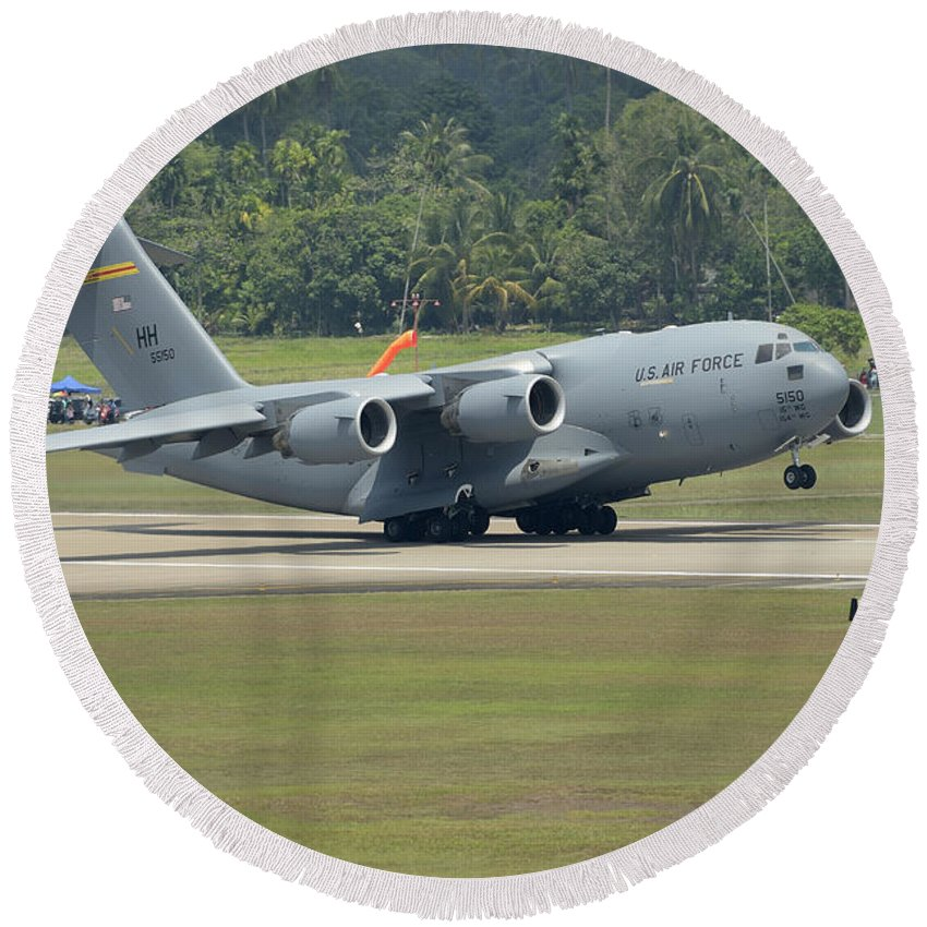 Horizontal Round Beach Towel featuring the photograph A Boeing C-17 Globemaster IIi by Remo Guidi