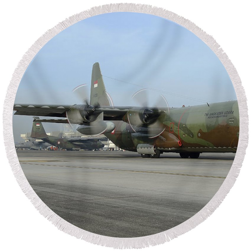 Horizontal Round Beach Towel featuring the photograph A C-130j Super Hercules by Remo Guidi