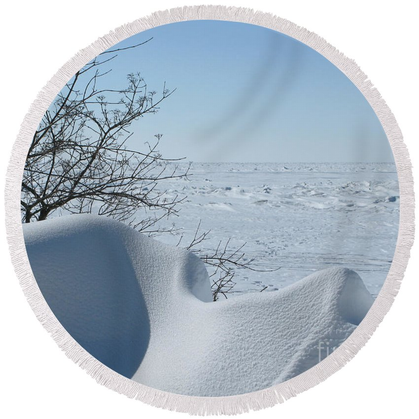Winter Round Beach Towel featuring the photograph A Gentle Beauty by Ann Horn