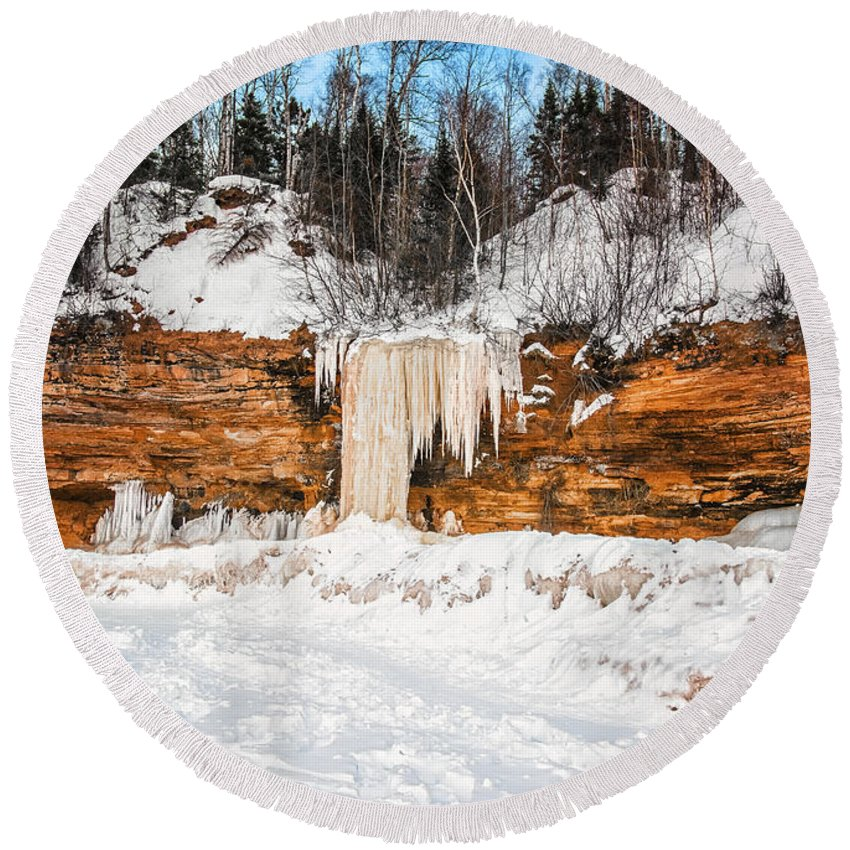 Winter Round Beach Towel featuring the photograph A Land Of Snow And Ice by Jonah Anderson