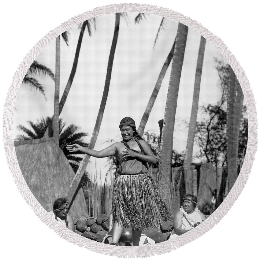 1924 Round Beach Towel featuring the photograph A Native Hawaiian Dancer by Underwood Archives