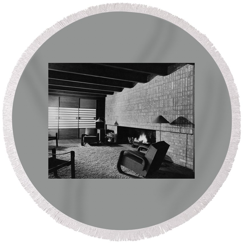 Living Room Round Beach Towel featuring the photograph A Rustic Living Room by Hedrich Blessing