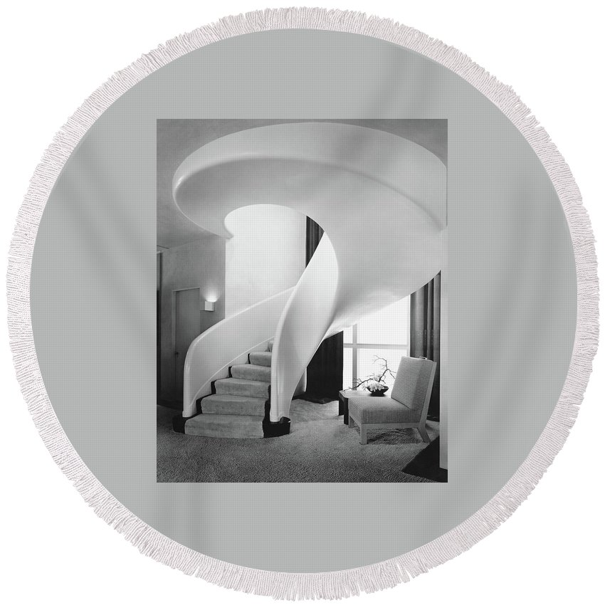 Interior Round Beach Towel featuring the photograph A Spiral Staircase by Hedrich-Blessing