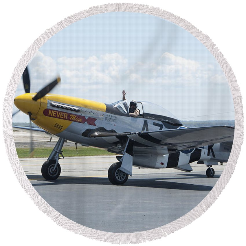 A7k Round Beach Towel featuring the photograph A7k Taxiing by Steven Natanson