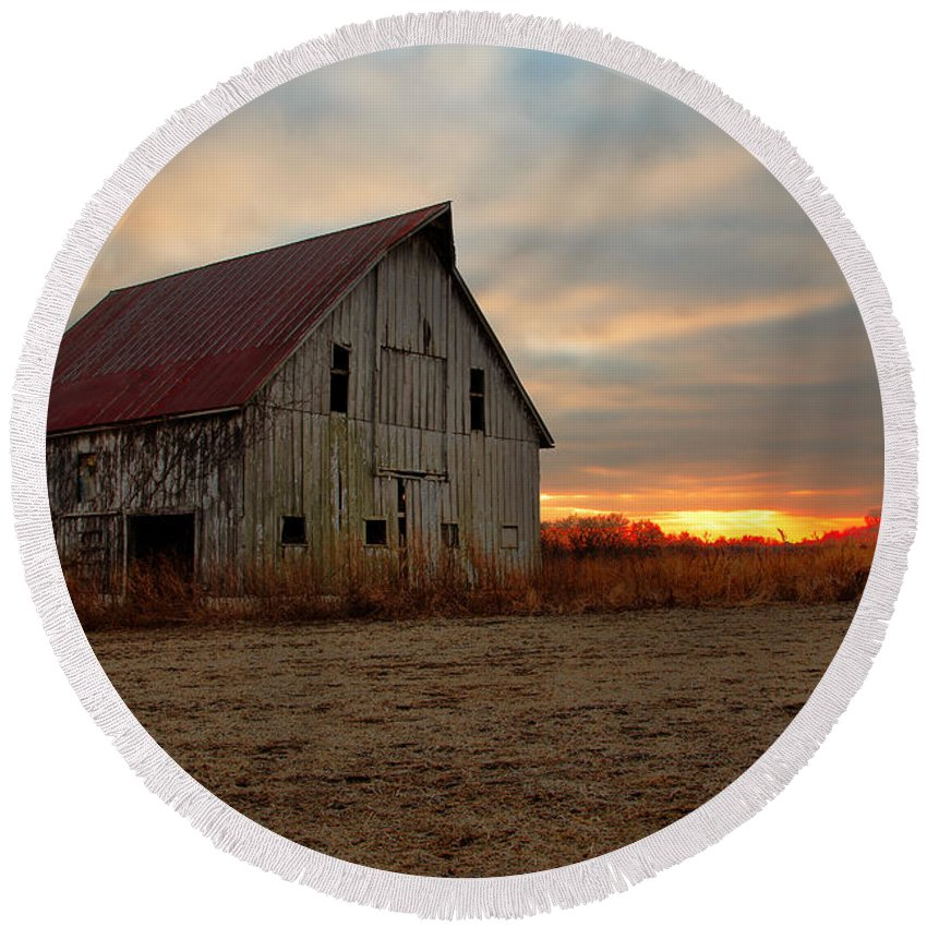 Morris Photography Round Beach Towel featuring the photograph Abanded Barn At Sunset by Terri Morris