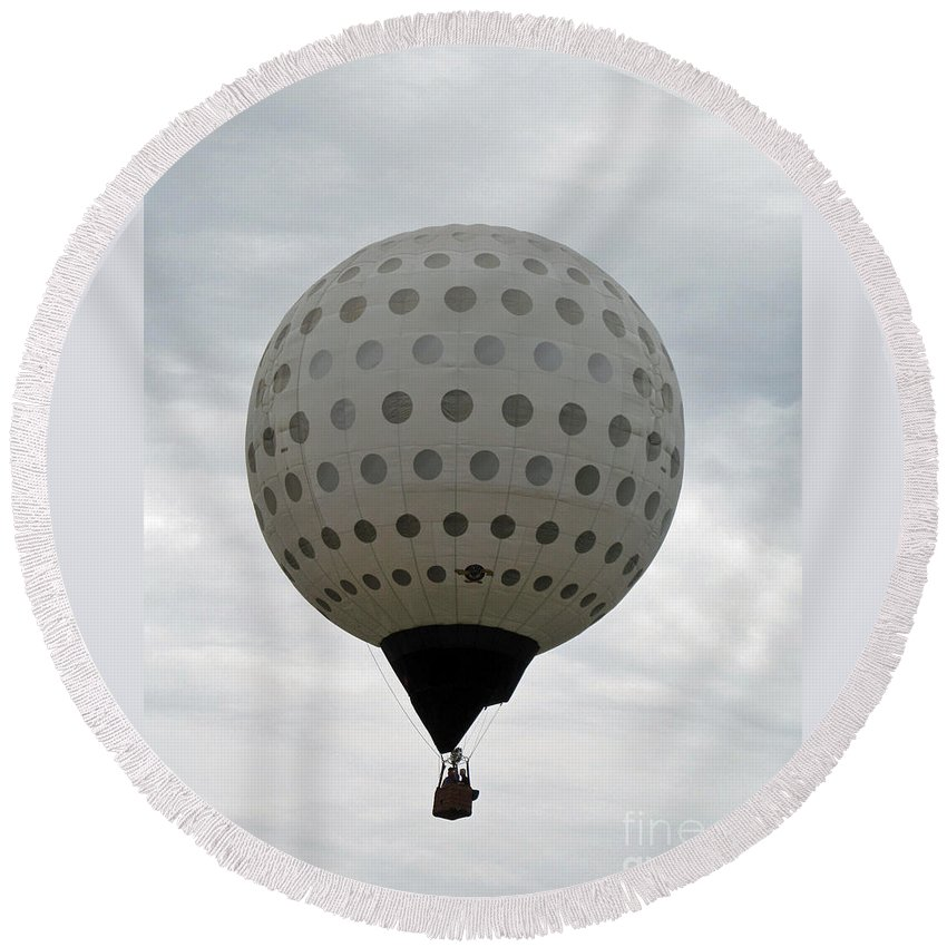 Hot Air Balloons Round Beach Towel featuring the photograph Air Golf by Jamie Smith