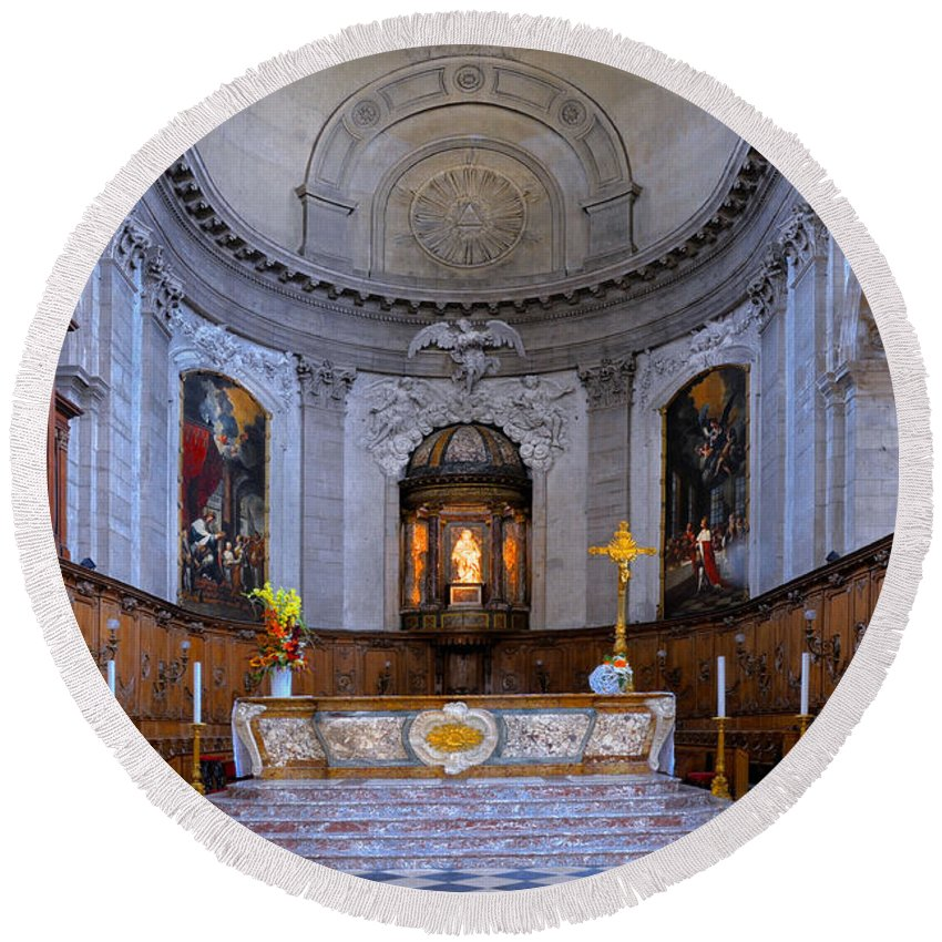 Alter Round Beach Towel featuring the photograph Alter At St Martins Cathedral by Dave Mills