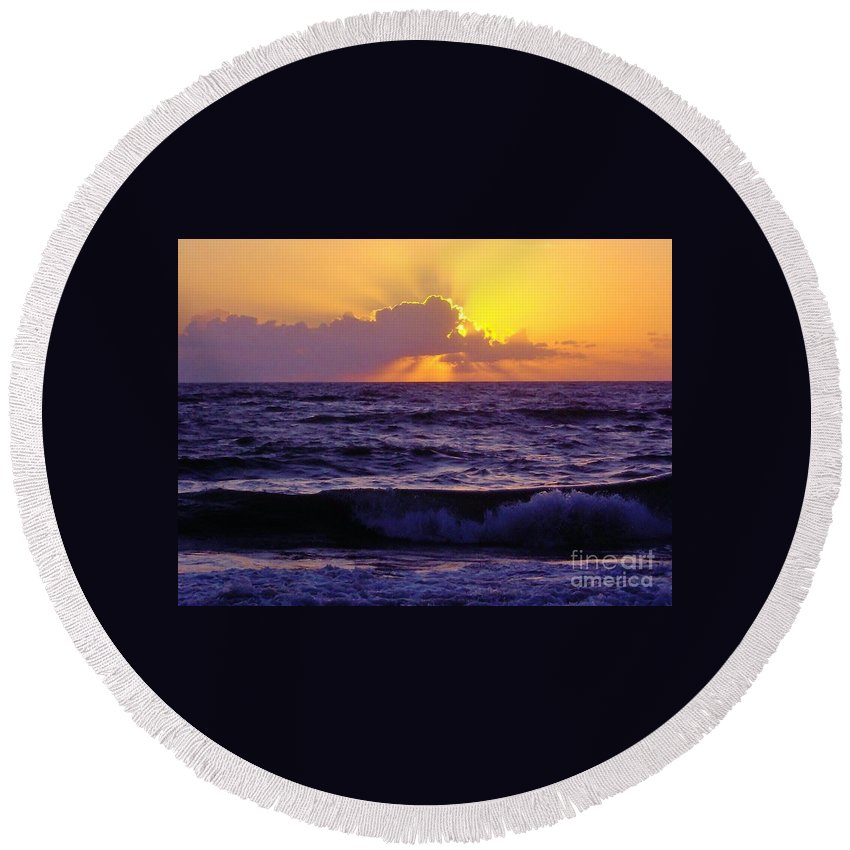 Bestseller Round Beach Towel featuring the photograph Amazing - Florida - Sunrise by D Hackett