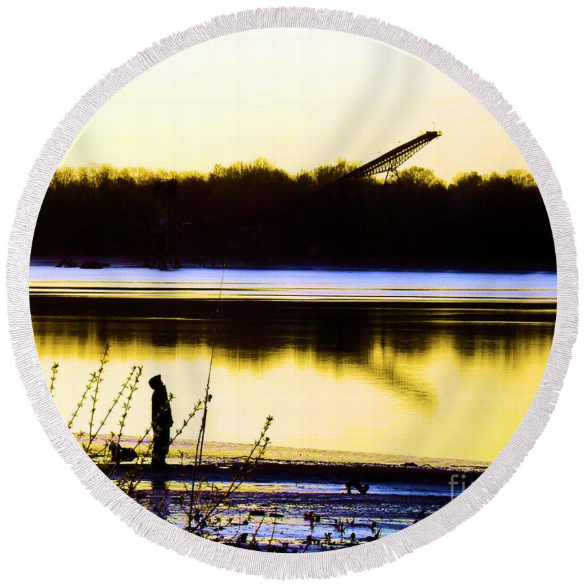 Sunrise Round Beach Towel featuring the photograph Approaching Dawn by Robyn King