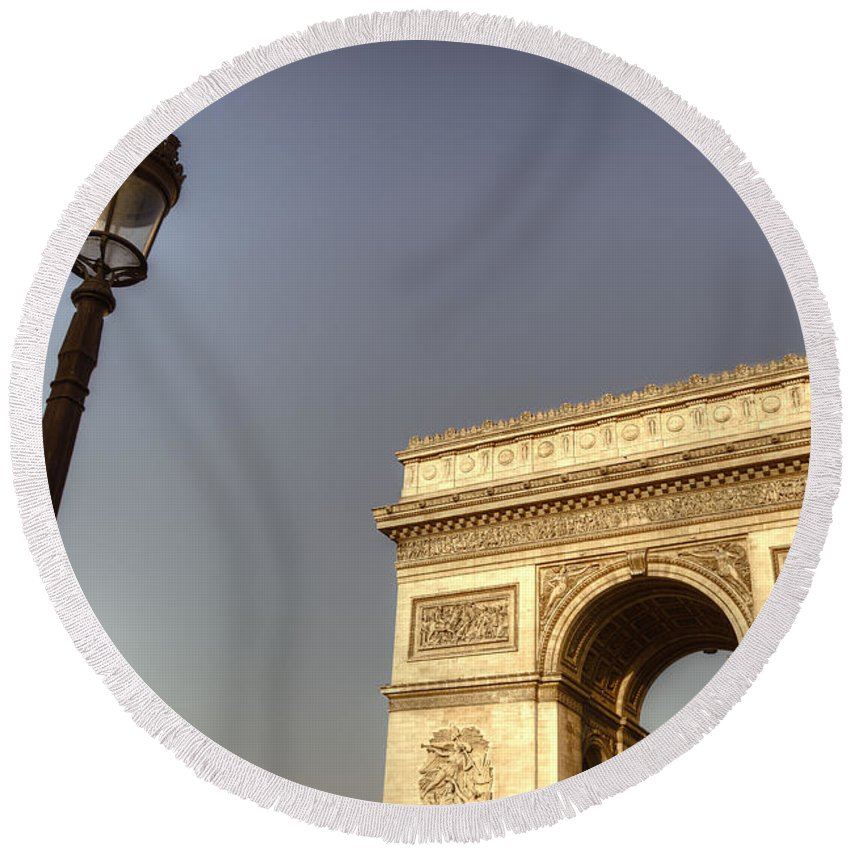 Arc De Triomph Round Beach Towel featuring the photograph Arc Illumination by Hany J