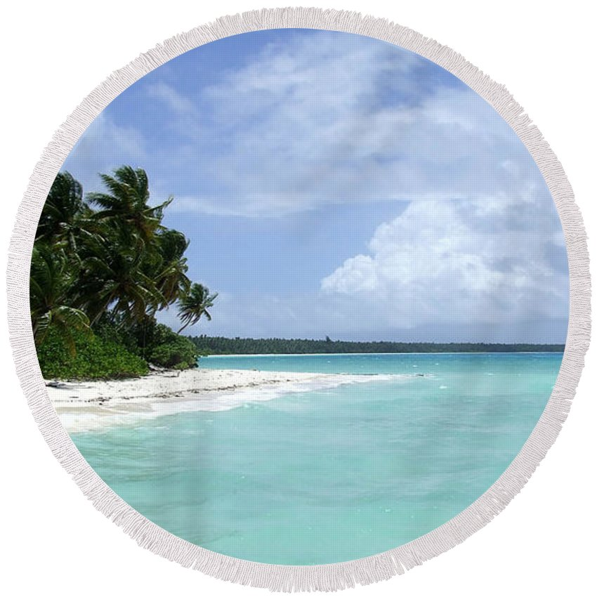 Arno Island Round Beach Towel featuring the photograph Arno Island by Andrea Anderegg