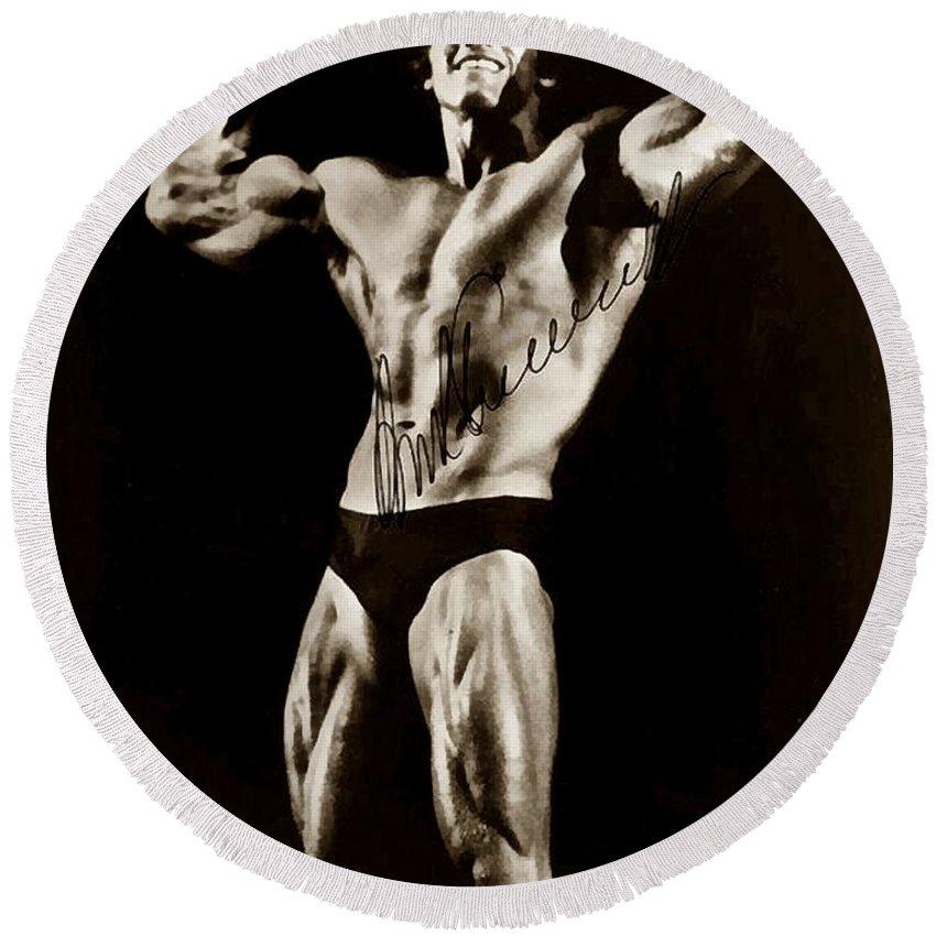 Arnold Schwarzenegger. Movie Star Round Beach Towel featuring the photograph Arnold Schwarzenegger by Studio Release