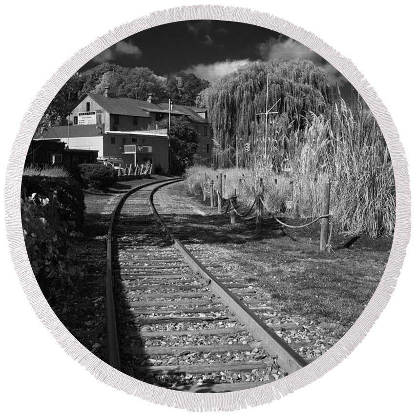 Rail Round Beach Towel featuring the photograph Around The Bend by William Norton