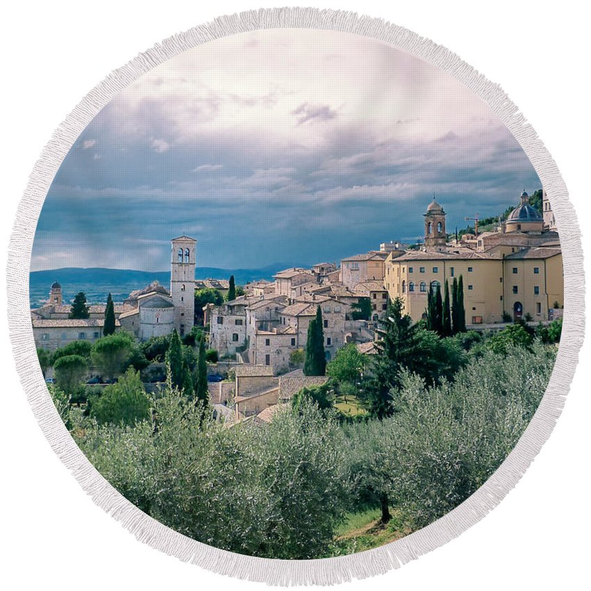 Italy Round Beach Towel featuring the photograph Assisi by A Rey
