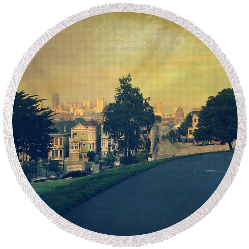 San Francisco Round Beach Towel featuring the photograph At The Curve by Laurie Search