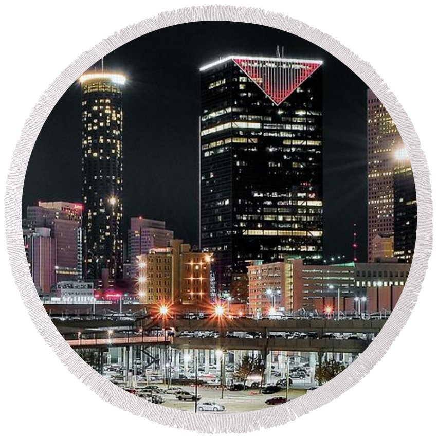 Atlanta Round Beach Towel featuring the photograph Atlanta Wide Angle by Frozen in Time Fine Art Photography