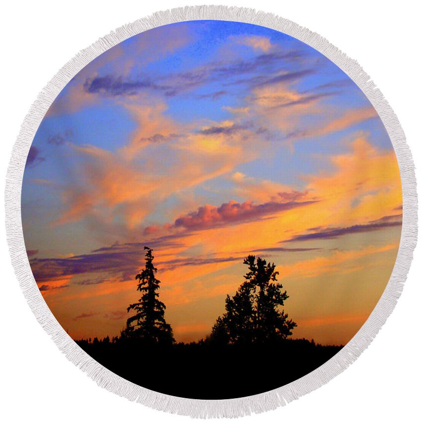 August Sunset Round Beach Towel featuring the photograph August sunset by Lisa Rose Musselwhite