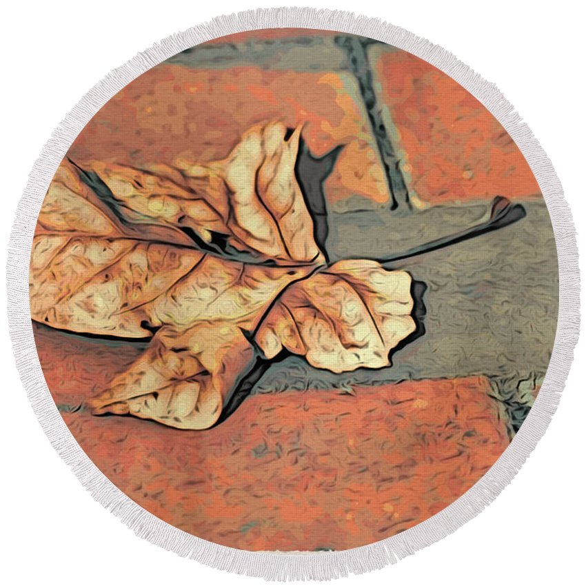 Leaf Round Beach Towel featuring the photograph Autumn Leaf by Alice Gipson