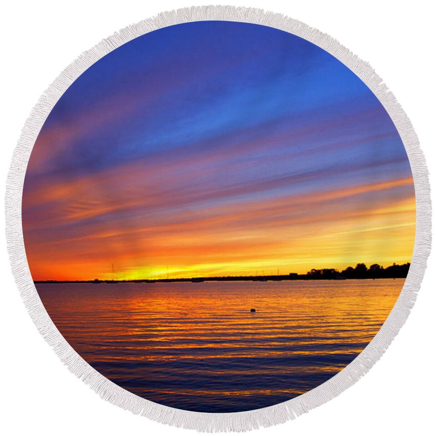 Sun Round Beach Towel featuring the photograph Autumn's Other Colors by Joe Geraci