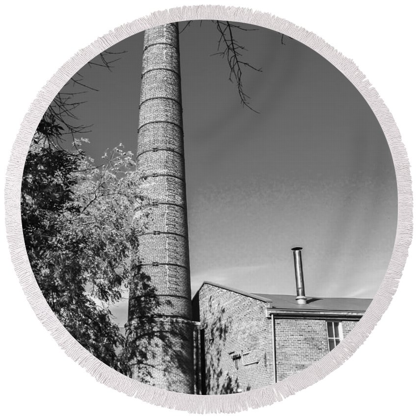 Amana Woolen Mill Round Beach Towel featuring the photograph Back Of Amana Woolen Mill Amana Ia Bw by Cynthia Woods