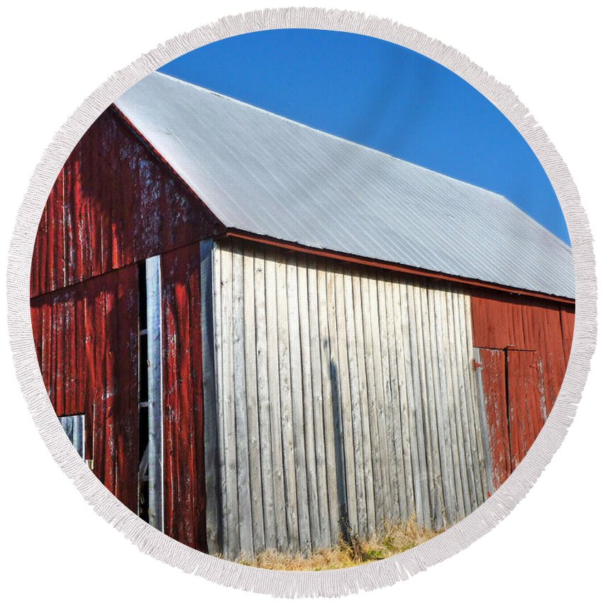 Barn Round Beach Towel featuring the photograph Barn By Side Of Road by Karen Lambert