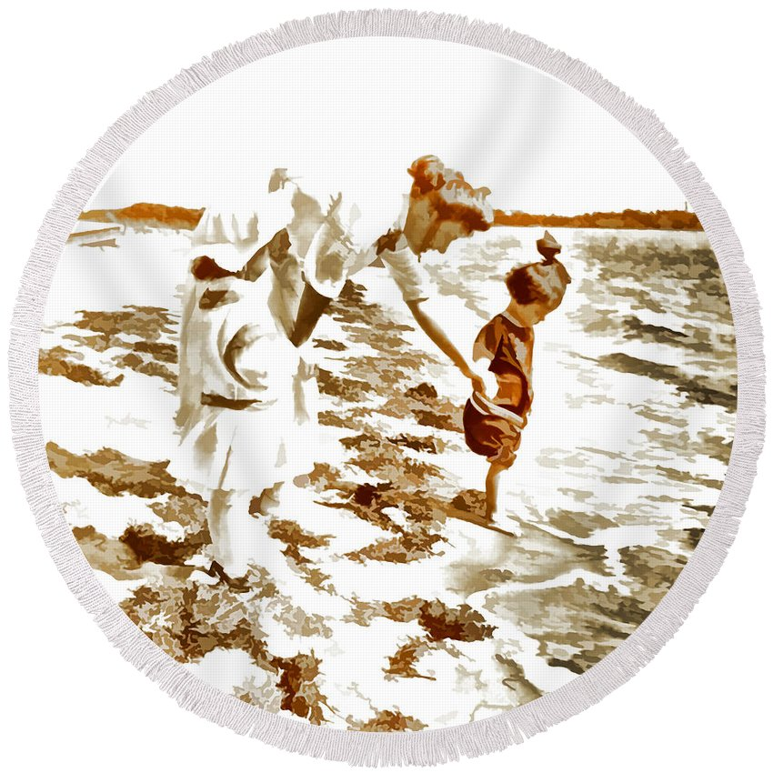 Round Beach Towel featuring the photograph Beach Family by Cathy Anderson
