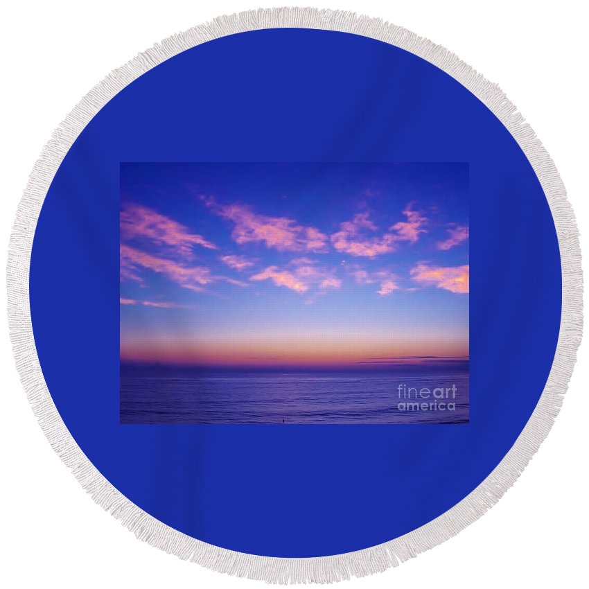 Sunrise Round Beach Towel featuring the photograph Beautiful - Morning by D Hackett