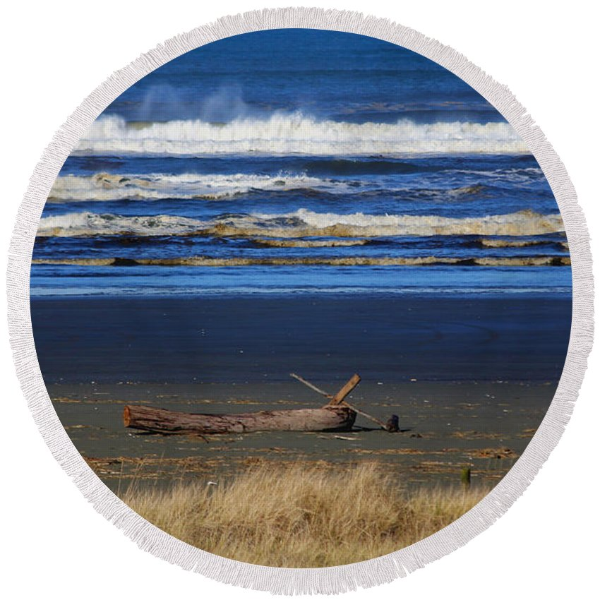 Ocean Round Beach Towel featuring the photograph Beautiful Ocean Shores by Jeanette C Landstrom