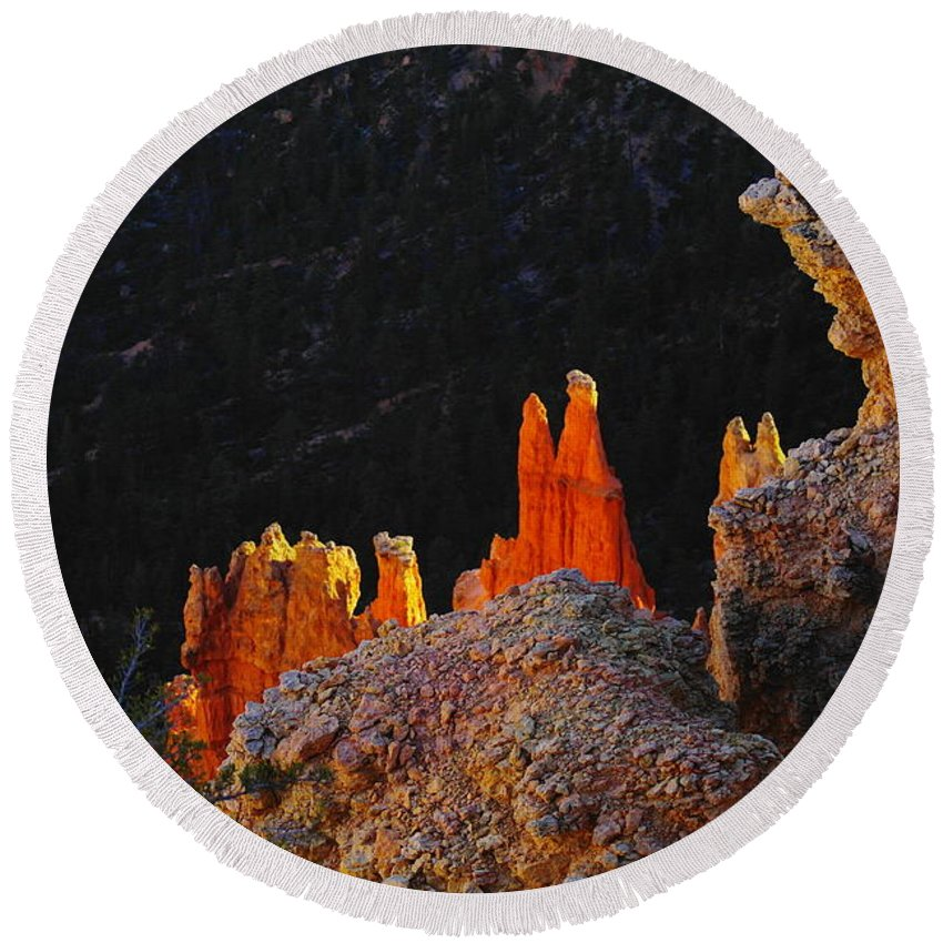 Utah Round Beach Towel featuring the photograph Beautiful Pinnacles At Bryce Canyon by Jeff Swan
