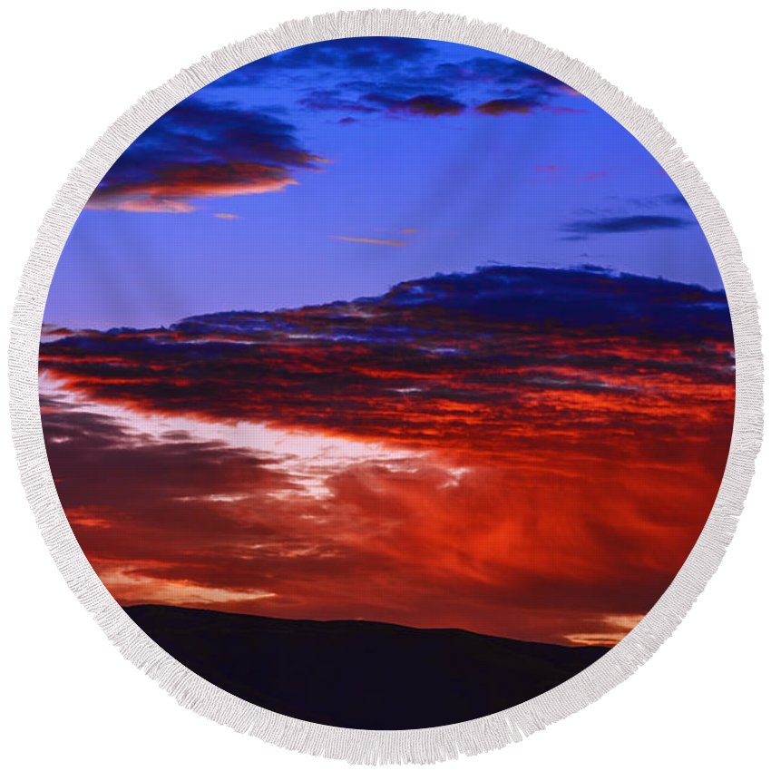Sunrise Round Beach Towel featuring the photograph Beautiful Sunrise In Boise by Vishwanath Bhat