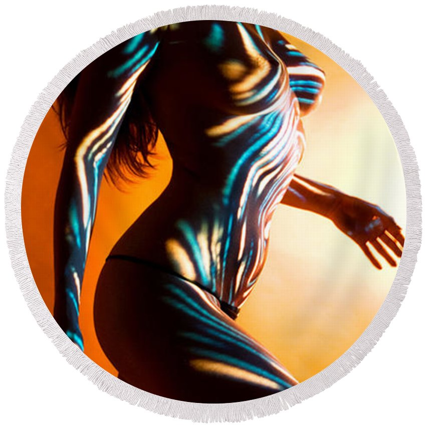 Figure Art Round Beach Towel featuring the painting Beauty In Light by Thomas Oliver