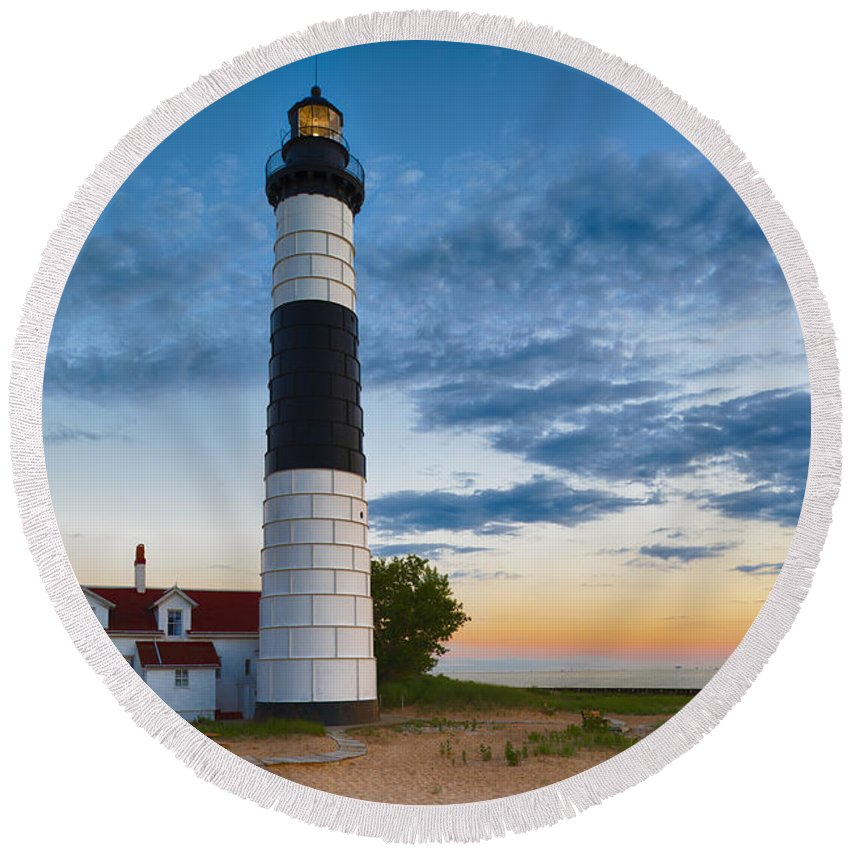 Dusk Round Beach Towel featuring the photograph Big Sable Point Lighthouse Sunset by Sebastian Musial