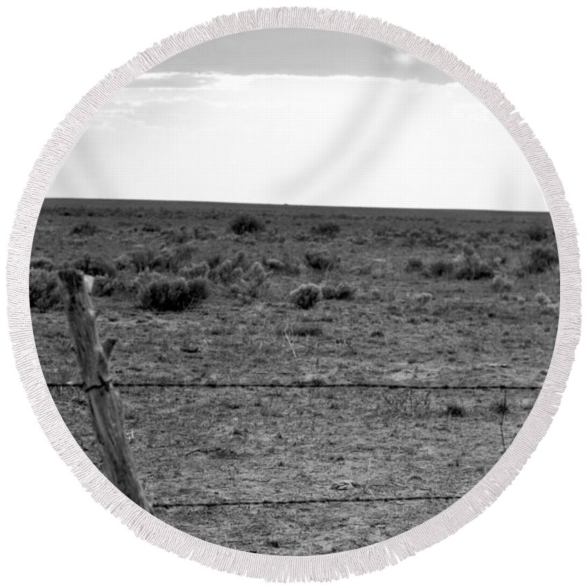 Landscape Round Beach Towel featuring the photograph Black And White Fence by Pam Romjue