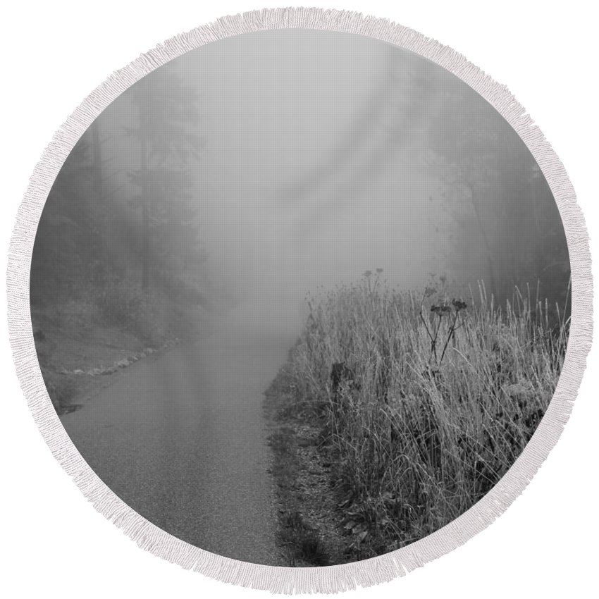 Black And White Foggy Morning Walk Round Beach Towel featuring the photograph Black And White Foggy Morning Walk by Dan Sproul