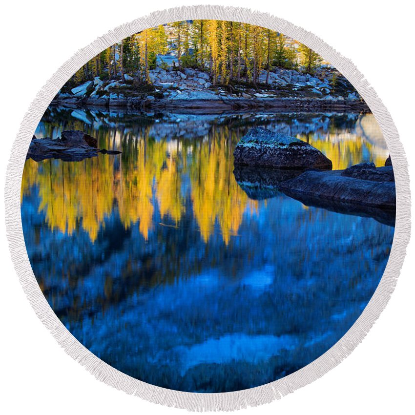 Alpine Lakes Wilderness Round Beach Towel featuring the photograph Blue And Yellow by Inge Johnsson